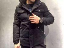 Moncler(蒙口)新款羽绒外套,90%羽绒含量,保暖舒适防风面料