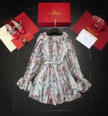 品牌:VALENTINO超美的顺羽丝连衣裙登场,超柔滑的质地