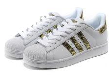 阿迪达斯贝壳头是有史以来公认的最具标志性的鞋款之9
