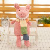 深圳公仔定制厂家批发带围巾的创意露齿小猪毛绒玩具