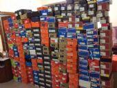 品牌潮鞋店铺图片