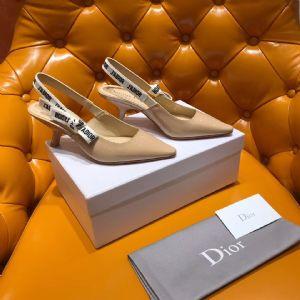 Dior经典猫跟鞋 杏漆