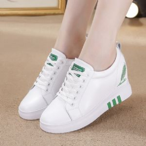 秋款开始铺货了,内增高小白鞋是每年热卖款式图片
