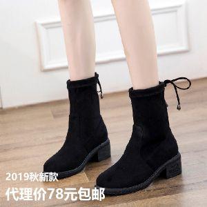 发实体店的女鞋,刚打出来的新款靴子图片