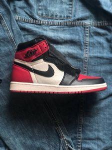 Air Jordan 1黑红脚趾